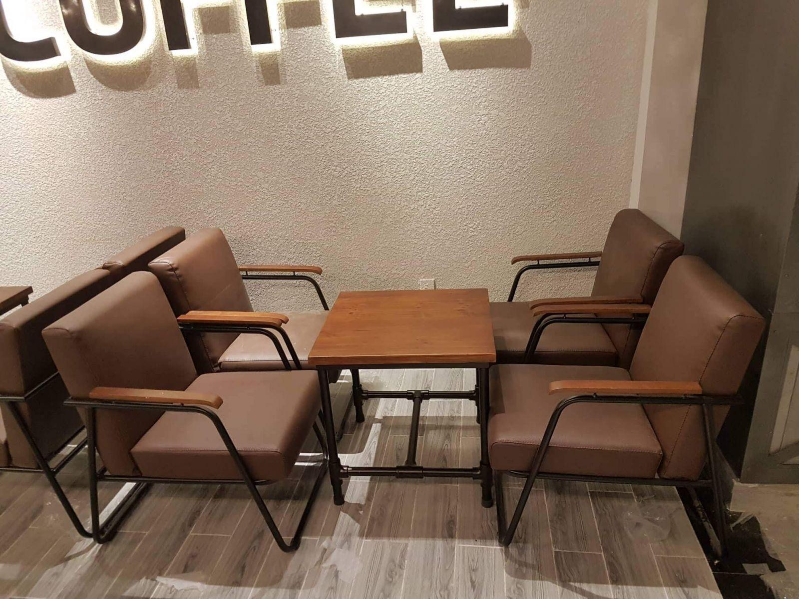 su-sang-trong-cua-ban-ghe-cafe-phong-cach-vintage