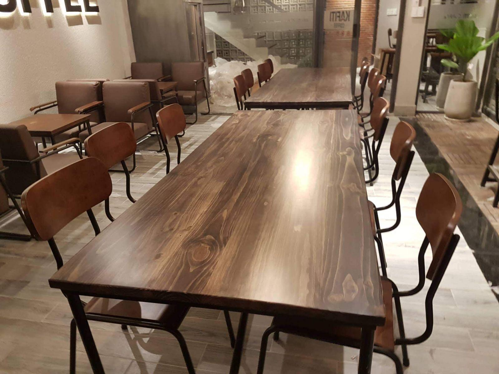 ban-ghe-cafe-khung-sat-vintage